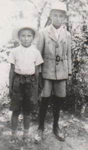 Tatăl meu Valeriu Ion Moraru (dreapta) cu fratele mai mic Nicolae