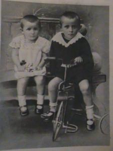 Valeriu Ion Moraru (in dreapta) cu sora sa Maria