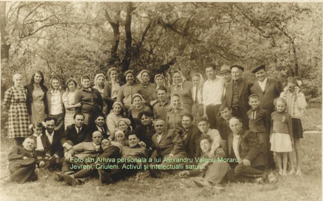 Din stânga al doilea rând de jos Sora mea Silvia, tatăl meu, in drept cu tata sus e mama Lidia Andrei Moraru